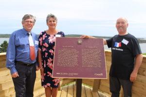 New Parks Canada Historic Site Plaque/Nouvelle plaque du Parcs Canada