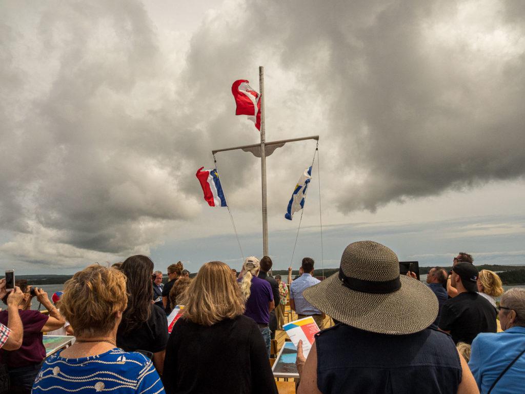Flag-raising/la lever des drapeaux
